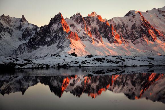 Les aiguilles de Chamonix aux dernières lumières : © Alexandre Deschaumes / © Mathieu Le Lay