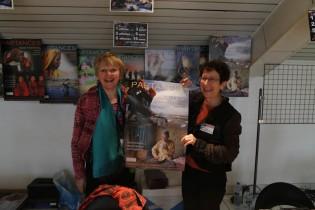 Stand de l'accueil, avec Hélène Mellaerts et Chantal Wernert Blin