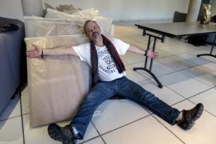 Lundi 14 mars, ça y est, on a remballé l'expo de Rémi Hostekind. Comme lui, on est tous fatigués, mais heureux !
