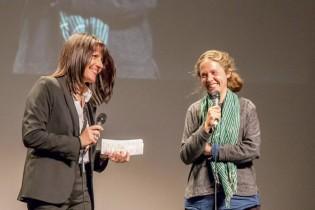 Patricia Combret présentant dans la joie Camille Szklorz - Un pas de côté et le reste suivra
