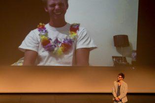 Le duplex fonctionne magnifiquement avec Arthur Fievet, qui se trouve à la Réunion. Les 2 frères se retrouvent en terre toulousaine grâce à Skype et au talent de notre équipe technique. Ici, séquence fou rire, à la faveur d'une erreur de prénom..