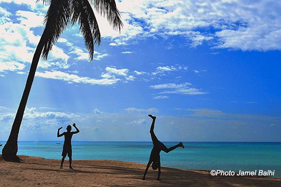 Haïti - Petites facéties au bord de l'océan ©Photo Jamel Balhi