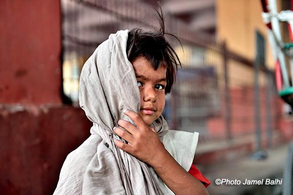 Inde - Petite fille des rues de Delhi ©Photo Jamel Balhi