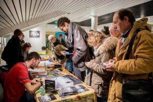 Sur les stands, Matthieu Chambaud : séance d'autographes