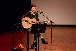 Sandra Reinflet, répétition. La guitare d'Elias fera oublier la sienne, perdue momentanément par un transporteur aérien !